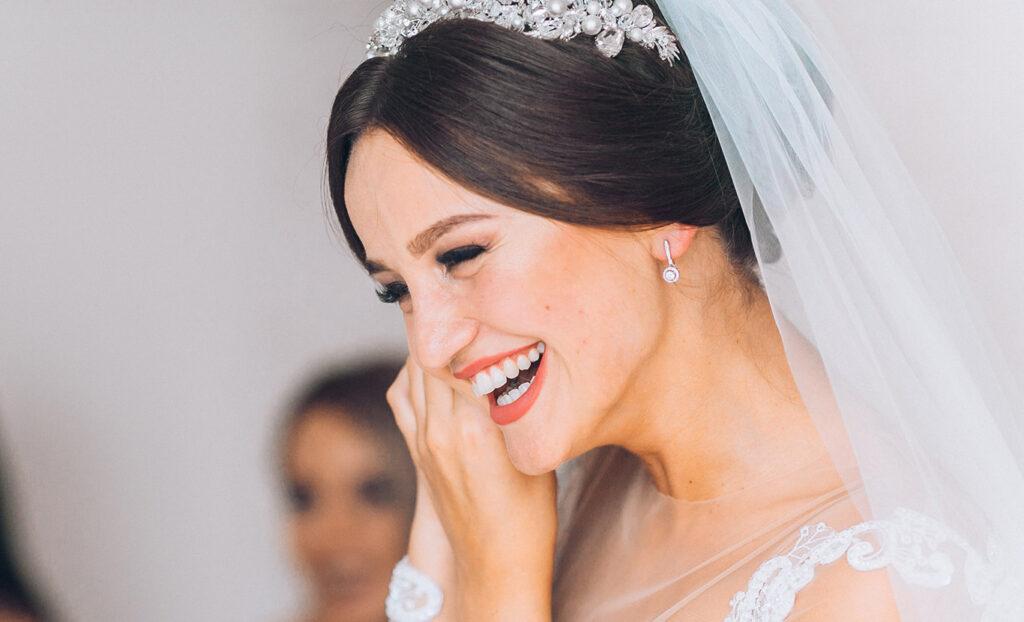 Piękny uśmiech na własnym ślubie